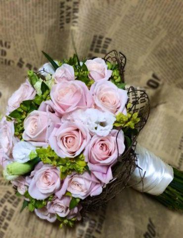 Hoa cam tay co dau hanh phúc dâng trào