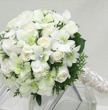 Hoa cưới tay trong tay