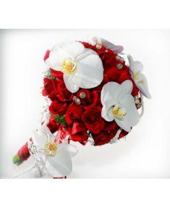 Hoa cầm tay cô dâu trong tay
