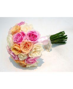 Hoa cầm tay cô dâu uyên ương