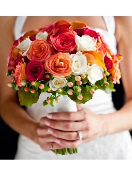 Hoa cầm tay cô dâu nồng nàn