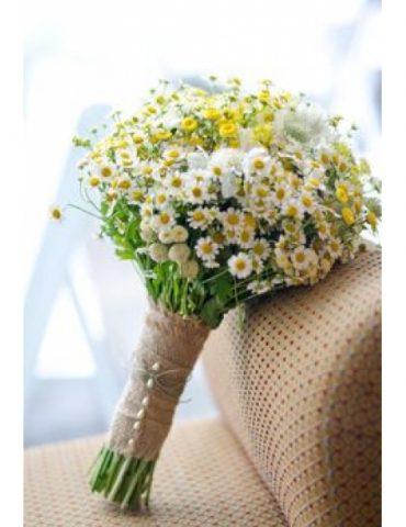 Hoa cầm tay cô dâu nhỏ xinh