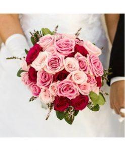 Hoa cầm tay cô dâu ngày cưới