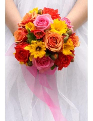 Hoa cầm tay cô dâu đám cưới về