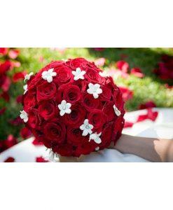 Hoa cầm tay cô dâu hạnh phúc có em