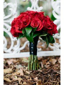 Cách bó hoa cưới cầm tay hoa lan